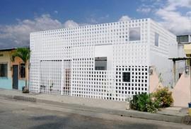 Ngôi nhà lạ mắt với bức tường gạch rỗng