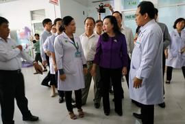 """Bộ trưởng Bộ Y tế nhắc bài học """"cay đắng"""" khi đến BV Nhi Đồng 2"""