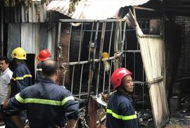Sau khi dập tắt vụ cháy lớn xưởng sản xuất sofa, phát hiện 1 người tử vong