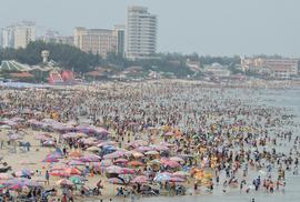 Vụ nữ du khách bị sét đánh ở bãi biển Vũng Tàu: Do xài điện thoại!