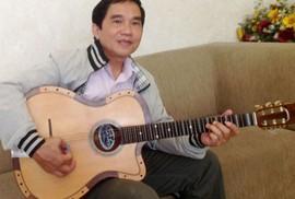 """Tự hào """"viên ngọc"""" cải lương 100 tuổi: Biến nhạc cụ Tây thành guitar cải lương"""