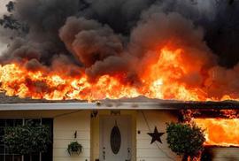 Mỹ: Bang California chìm trong 3 đám cháy lớn