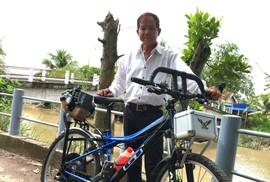"""Lão nông chế tạo xe đạp chạy bằng máy cắt cỏ """"độc nhất vô nhị"""""""