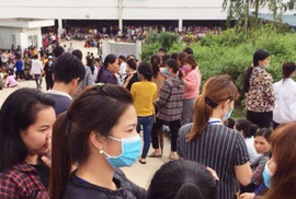 Cho rằng bữa ăn trưa sơ sài, gần 4.000 công nhân ngưng việc phản đối