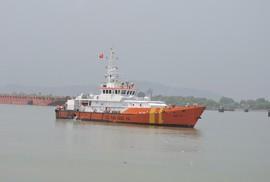 Tàu lật khi gặp sóng cao 3 m, 3 người mất tích