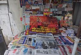 Thích thú khi mua Báo Người Lao Động được tặng poster