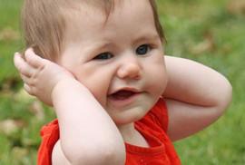 Làm gì khi trẻ bỗng liệt mặt, méo miệng mùa lạnh?