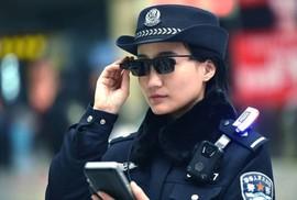 Kính thông minh giúp cảnh sát TQ bắt tội phạm dịp cận Tết