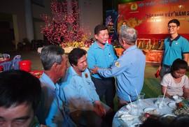 Công nhân ăn Tết Sài Gòn