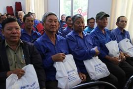Mang Tết đến với người lao động nghèo