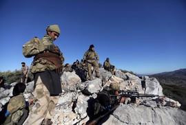 Thổ Nhĩ Kỳ nã pháo vào quân thân chính phủ Syria