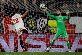 """""""Người nhện"""" De Gea tỏa sáng, Man United giữ sạch lưới ở Sevilla"""
