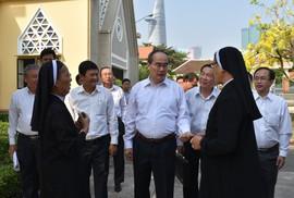 Lãnh đạo TP HCM chúc Tết Dòng Mến Thánh giá Thủ Thiêm