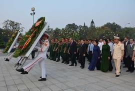 Lãnh đạo TP HCM viếng nghĩa trang liệt sĩ ngày giáp Tết