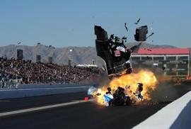 Kinh hoàng cảnh xe đua nổ tung
