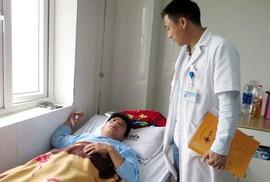 Bộ GD-ĐT đề nghị công an vào cuộc vụ thầy giáo bị đánh dập sống mũi