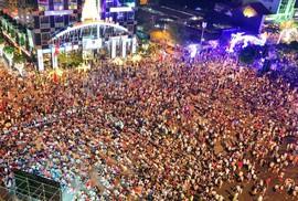 Cấm xe vào đường Nguyễn Huệ đêm 30-4