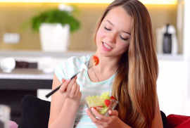 Con gái 14 tuổi chỉ ăn cá và rau xanh, tốt hay xấu?