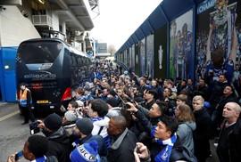 Fan Chelsea đụng độ CĐV Tottenham sau đại chiến