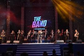 """Nghệ sĩ Trần Ly Ly """"tỏ tình"""" trên sân khấu The Band by Vinaphone"""