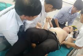Học sinh đâm thầy giáo ở Quảng Bình trọng thương ra trình diện