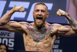 """Bị tước đai, """"gã điên"""" McGregor tấn công đồng nghiệp"""