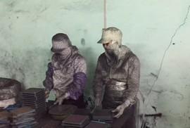 Thuốc trị ung thư làm từ... bột than tre: Bị phạt, vẫn tiếp tục nghiền bột than!