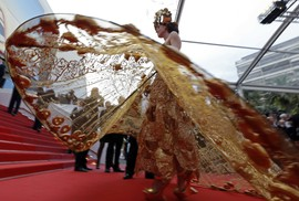 Những bộ đầm lạ mắt trên thảm đỏ Cannes