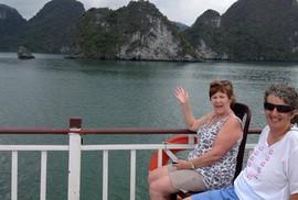 Mua tour hạng sang thăm vịnh Hạ Long, khách Úc bị lừa thăm vịnh Lan Hạ