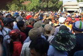 Hàng trăm người tập trung xem cưỡng chế thi công tuyến đường ĐT 607
