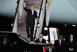Không lực Một chở Tổng thống Trump đáp xuống Singapore
