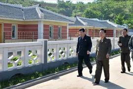 """Tới Singapore, ông Kim Jong-un để lại """"cánh tay phải"""" ở nhà"""