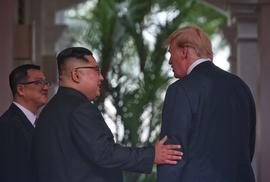 Thượng đỉnh Mỹ - Triều: Đằng sau cái bắt tay 12 giây của ông Trump - Kim