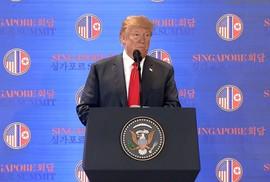 """Ông Trump nói về những """"giờ căng não"""" với ông Kim Jong-un"""