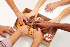 Béo phì vì…cơ quan không cấm ăn vặt