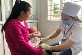 Sẽ lùi độ tuổi tiêm chủng vắc-xin sởi cho trẻ