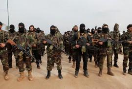 """Mỹ """"bỏ rơi"""" phiến quân, Nga không kích Nam Syria?"""