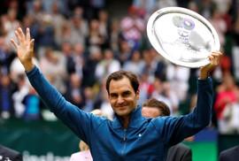 Federer bất ngờ thua đàn em ở chung kết Halle Open