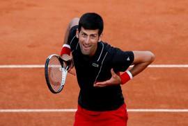 Trở lại mạnh mẽ tại Roland Garros 2018, Djokovic vào tứ kết