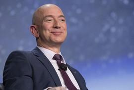 Jeff Bezos vừa trở thành người giàu nhất trong lịch sử thế giới hiện đại