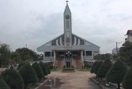 """Cận cảnh nhà thờ 5.500 tấn được """"thần đèn"""" nâng lên 2 m"""