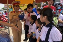 Mở đợt cao điểm xử phạt trẻ em không đội mũ bảo hiểm