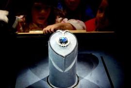 Lời nguyền của kim cương xanh