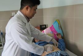 Suýt thủng dạ dày, sốc nhiễm trùng do nuốt xương cá ngát