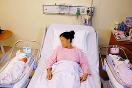 Mẹ 53 tuổi hiếm muộn sinh đôi sau khi mất con trai vì tai nạn giao thông