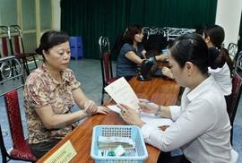 Trả lại công bằng lương hưu cho lao động nữ