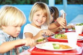 Đừng nghĩ trẻ con 3 - 4 tuổi đói sẽ tự đòi ăn!