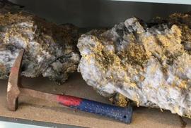Phát hiện 2 tảng đá lẫn vàng trị giá 11 triệu USD