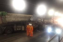 Xe đầu kéo và xe tải húc nhau trong hầm Hải Vân, 3 người bị thương