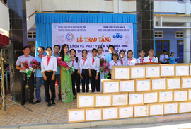 Trao tặng 101 tủ sách cho học sinh tại Quảng Ngãi